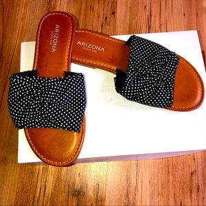 NEW Arizona Sandals Size 6 Women's NWOT